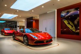 Ferrari verkoopt recordaantal auto's en opent jacht op Tesla