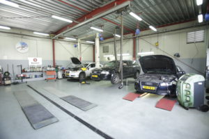 Een merkspecialisme in de werkplaats maakt het gemakkelijker om focus aan te brengen. BMW, Volvo en de vier VAG-merken vormen het leeuwendeel van het werkaanbod.