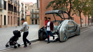 De EZ-GO stadse deelauto. Wordt dat het Nieuwe Rijden in drukbevolkte steden? Voor als je nergens meer mag parkeren en geen eigen auto meer wilt bezitten heeft Renault dit bedacht.