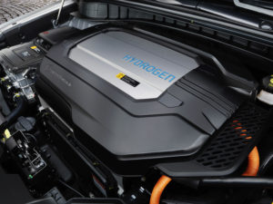 De verbeterde brandstofcellen in de neus van de Nexo ontwikkelen 95 kW, de buffer-batterij kan nog 40 kW toevoegen. Zo is de Nexo 20 procent lichter en 30 procent sterker dan zijn voorganger ix35 FCEV.