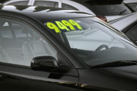 ACM: autobranche moet advertentieprijs occasion snel aanpassen