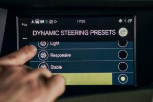 Volvo Trucks breidt zijn Volvo Dynamic Steering (VDS) uit met een Stability Assist en een Lane Keeping Assist. Beide systemen verkleinen de kans op een ongeval en bieden de chauffeur mee rijcomfort, zegt Volvo.