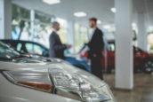 Weinig elektrische auto's door gebrek aan kennis autoverkoper?
