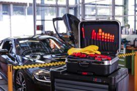 Wat adviseren leveranciers voor het werken aan hybride en EV's?