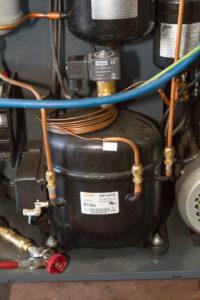 Airco-service-onderhoud-vulmachine-compressor-olie-afscheider