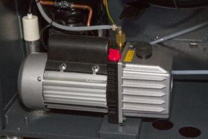 Airco-service-onderhoud-vulmachine-vacuumpomp
