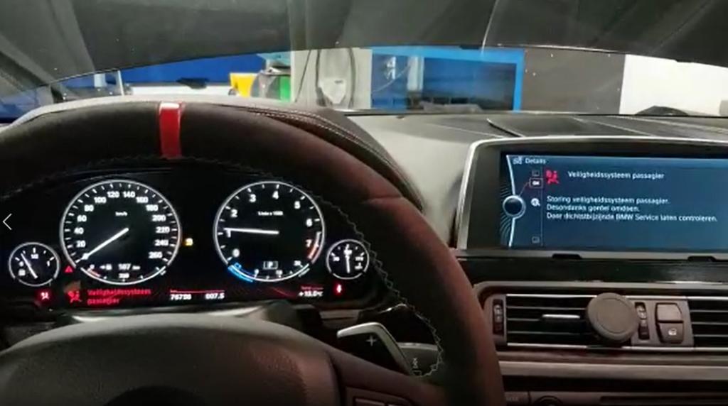 """De koper van deze BMW 650i Cabrio is snel terug met de auto. Zijn klacht: """"Het dashboard doet vreemd."""""""